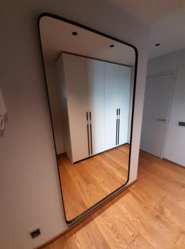 Metalinis juodas rėmas - veidrodis