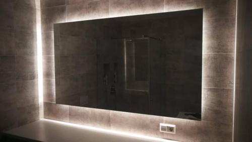 Veidrodis su LED apšvietimu 2